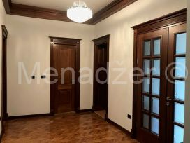 Stan u zgradi, Izdavanje, Stari Grad (Beograd), Politika (centar)